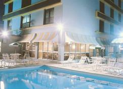 Plaza Blumenau Hotel - บลูเมโน - สระว่ายน้ำ