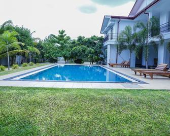 OYO 310 Sea Lagoon Beach Hotel - Trincomalee - Pool