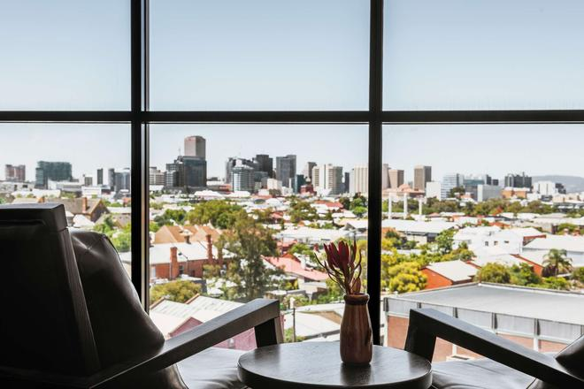 Rydges Adelaide - Adelaide - Balcony