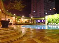 Ferraretto Guarujá Hotel & Spa - Гуаружа - Бассейн