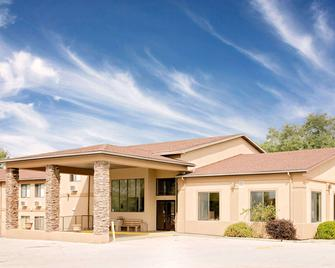 Days Inn by Wyndham, Boonville - Boonville - Building