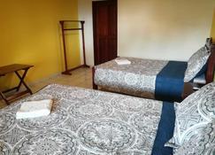 Kayon & Zarco - Lacanjá - Schlafzimmer