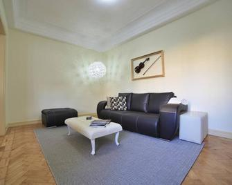 Stayin Oporto Musica Guest Apartment - Порту - Living room
