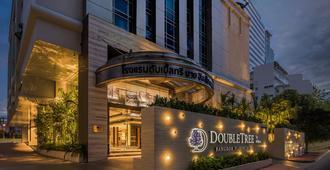 DoubleTree by Hilton Bangkok Ploenchit - Bangkok - Edificio