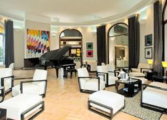 Hôtel Le Grand Pavois Antibes Juan-Les-Pins - Antibes - Lounge