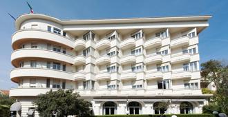 Hôtel Le Grand Pavois - Antibes - Building