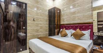 Hotel Plaza Mumbai - Mumbai - Bedroom
