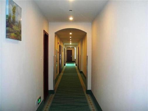 Greentree Inn Shanghai Longwu Road Express Hotel - Shanghai - Hallway