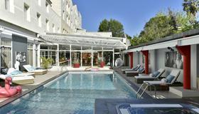 Hôtel Arles Plaza - Arlés - Piscina