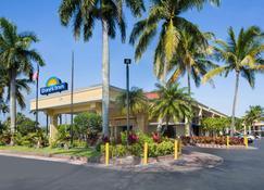Days Inn by Wyndham Florida City - Florida City - Building