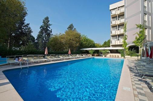 卡托利卡總統飯店 - 卡托利卡 - 游泳池