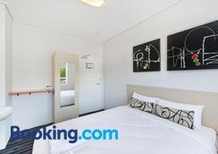 Prince of Wales Hotel - Brisbane - Bedroom