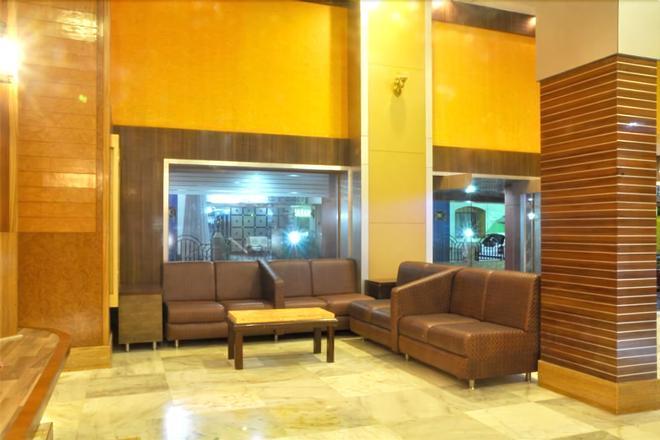 Hotel Sharan - Shirdi - Lobby