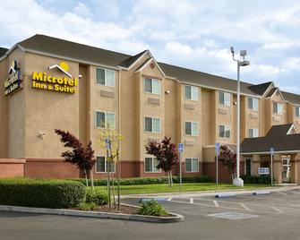 Microtel Inn & Suites by Wyndham Lodi/North Stockton - Lodi - Building