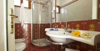 Hotel Margherita - Praiano - Bathroom