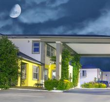 Days Inn by Wyndham Suites Fredericksburg