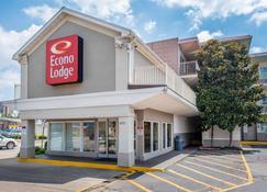 Econo Lodge Downtown - Louisville - Building