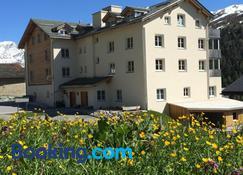 Hotel Capetta - St. Moritz - Building