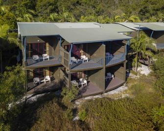 Mercure Kingfisher Bay Resort Fraser Island - Hervey Bay - Building