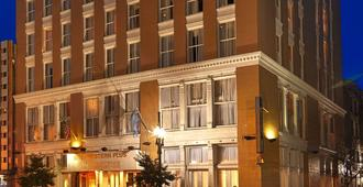 Best Western Plus St. Christopher Hotel - New Orleans - Toà nhà