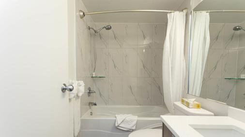 Lord Stanley Suites On The Park - Vancouver - Bathroom