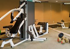 Lord Stanley Suites On The Park - Vancouver - Gym
