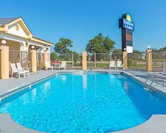 Days Inn & Suites by Wyndham Osceola AR - Osceola - Басейн