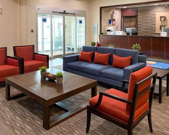 Comfort Inn - Dawson Creek - Living room