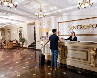 Metropol Hotel - Maguilov - Recepción