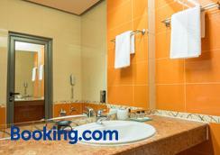 Business Hotel Plovdiv - Plovdiv - Bathroom