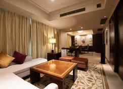 Hotel Okura Fukuoka - Fukuoka - Living room