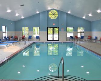 Holiday Inn Express & Suites Batesville - Batesville - Pool