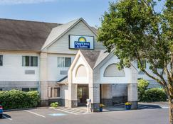 Days Inn & Suites by Wyndham Vancouver - Vancouver - Building