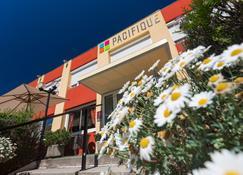 Hotel Le Pacifique - Riom - Edifício