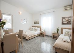 Villa Kovacevic - Bar - Habitación