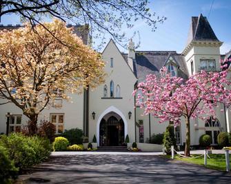 Glen-Yr-Afon House Hotel - Usk - Building