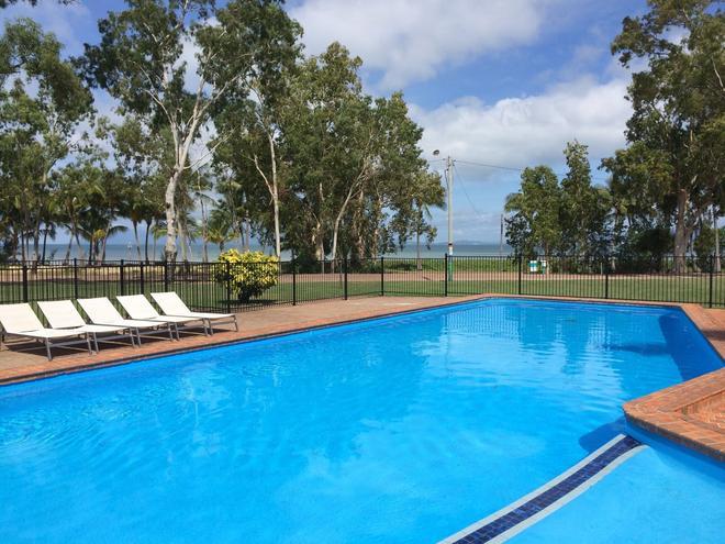 Arcadia Village Motel - Nelly Bay - Piscina
