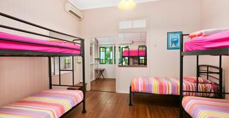 Dreamtime Travellers Rest Hostel - Cairns - Bedroom