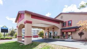 Days Inn by Wyndham Flagstaff I-40 - Flagstaff - Gebäude