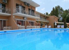 River Studios & Apartments - Mesoggi - Pool