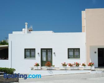 Ostria Hotel & Apartments - Gavrio - Edificio