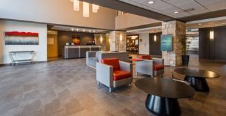 Best Western Plus Eastgate Inn & Suites - Regina - Lobby