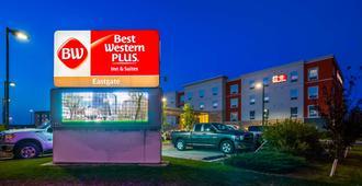 Best Western Plus Eastgate Inn & Suites - Regina - Edificio