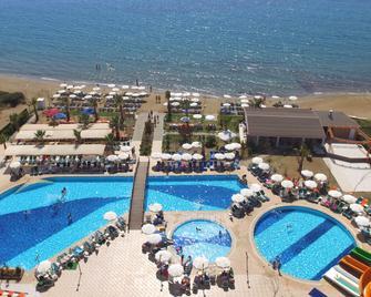 奧斯戴德諾迪昂克斯里 Spa 海灘飯店 - Menderes - 游泳池