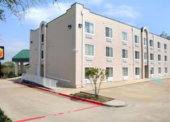Super 8 by Wyndham Garland/Rowlett/East Dallas area - Garland - Rakennus