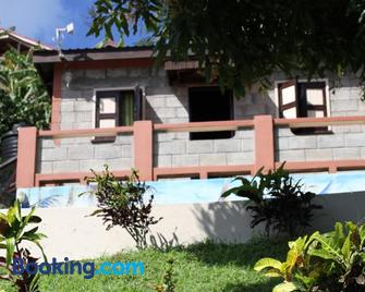 Samfi Gardens - Soufrière - Building
