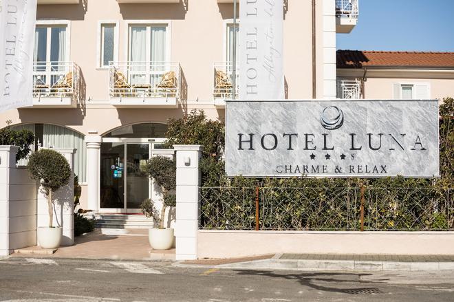 Hotel Luna - Marina di Massa - Κτίριο