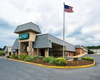 Quality Inn Shenandoah Valley - New Market - Innenhof
