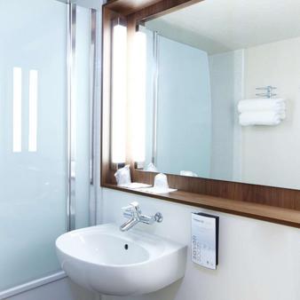 Campanile Bordeaux Le Lac - Bordeaux - Bathroom