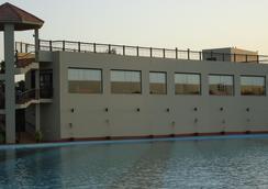 Dreamworld Resort, Hotel & Golf Course - Карачи - Бассейн